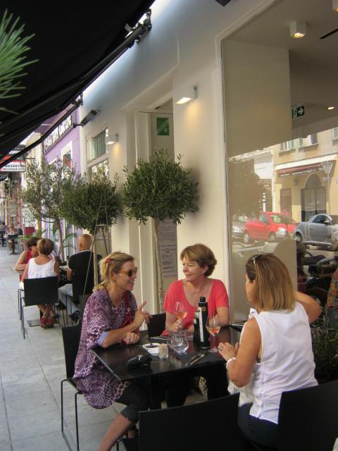 restaurants at nice port 24 7 in france. Black Bedroom Furniture Sets. Home Design Ideas