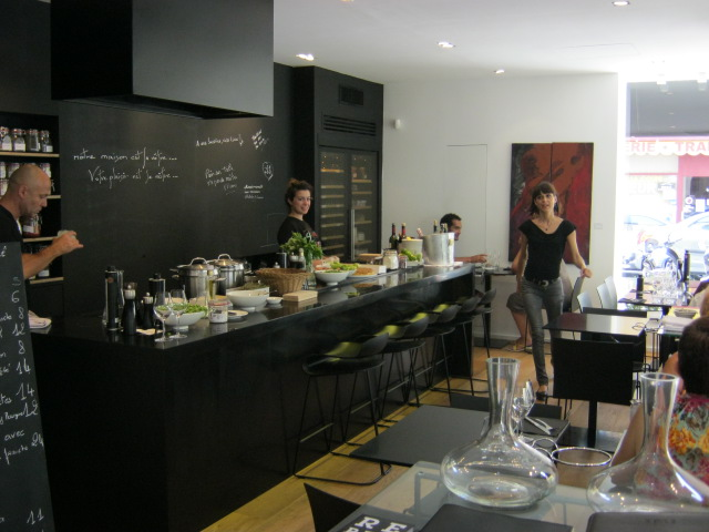 restaurant near nice port 24 7 in france. Black Bedroom Furniture Sets. Home Design Ideas