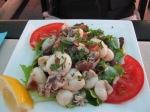 Salade with calamari