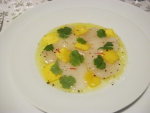 Raw scallops with mango & cilantro