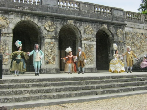 Baroque dancers at Vaux-le-Vicomte