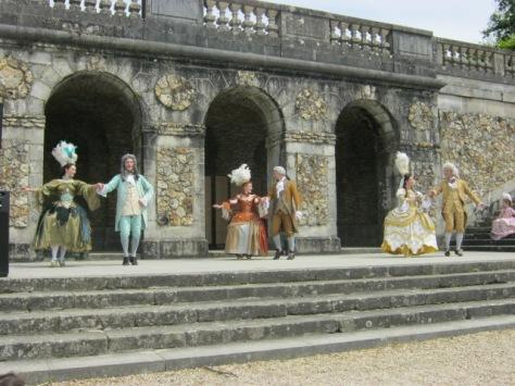 Baroque dancers at Vaux-le-Vicomte